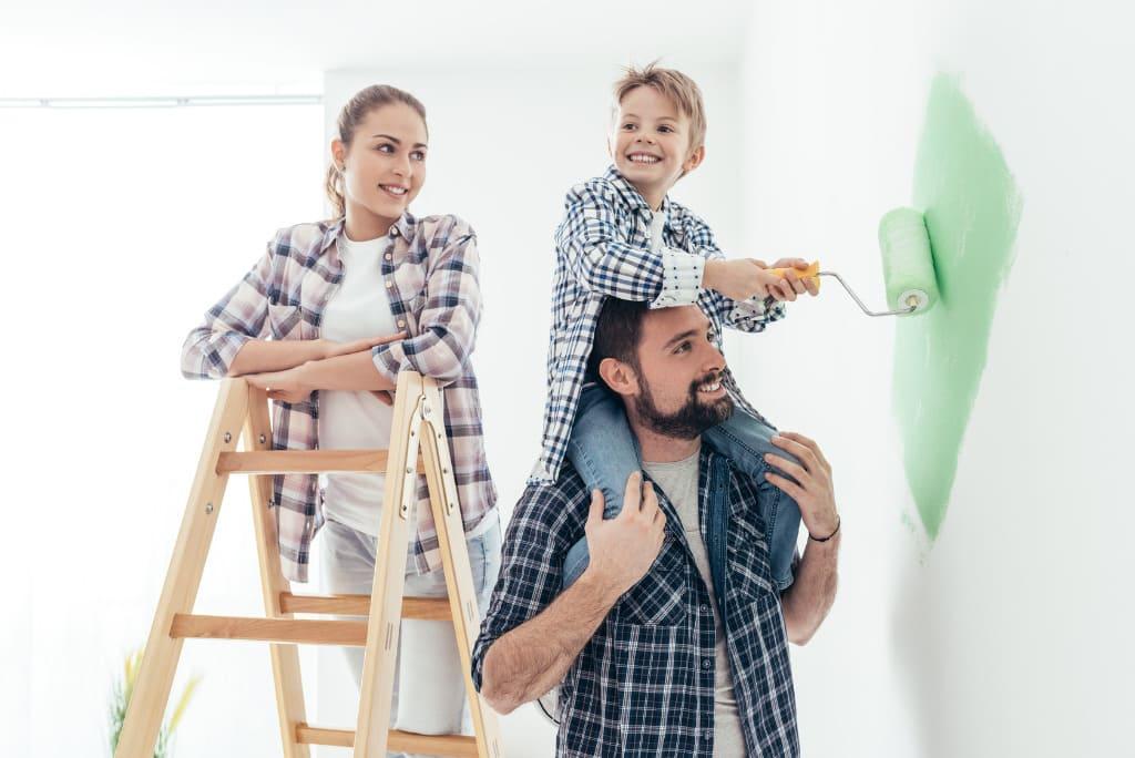 Famiglia che pittura