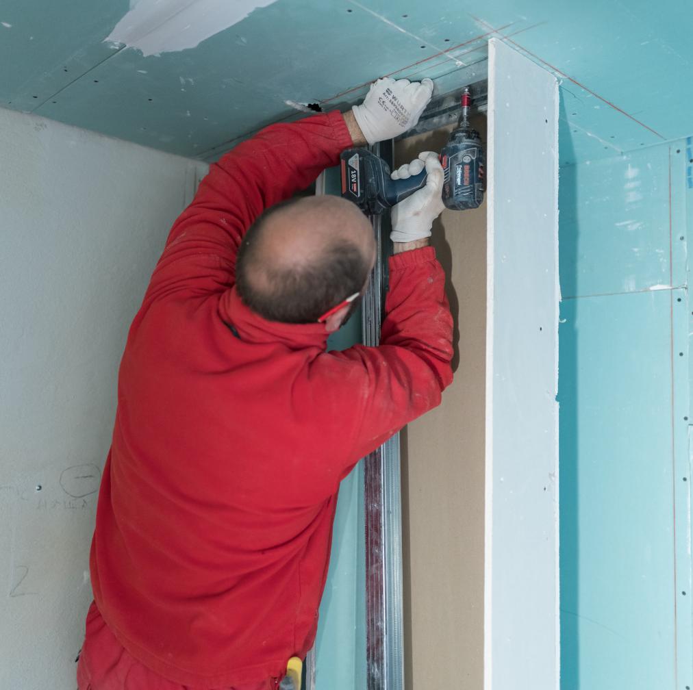 applicazione di pannelli isolanti per pareti interne